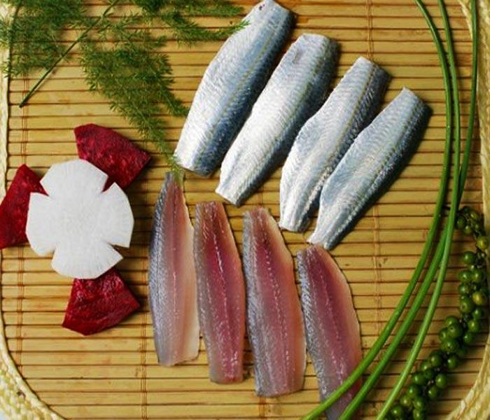 Chuẩn bị nguyên liệu làm cá trích tẩm gia vị tươi ngon