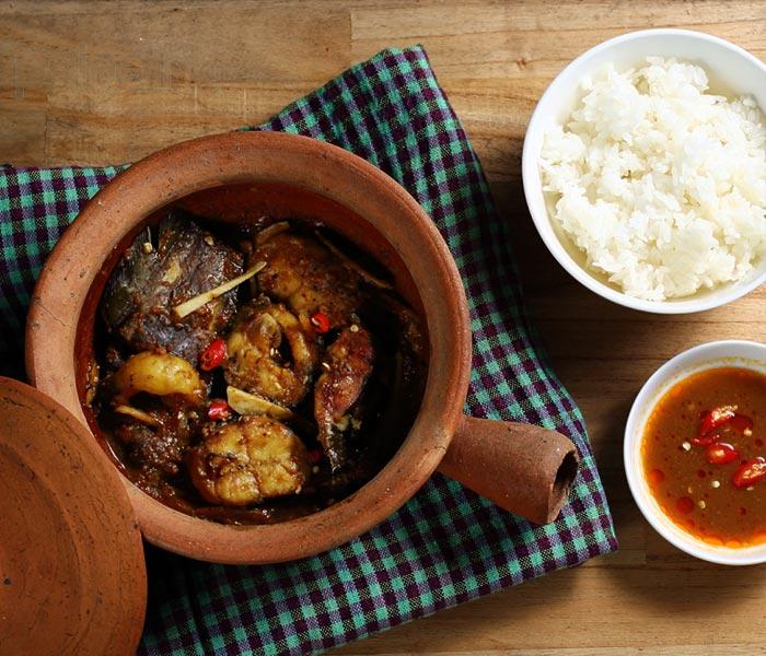 Cá kho tương ăn cùng cơm nóng vô cùng ngon miệng
