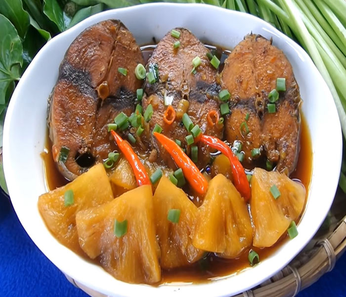 Miếng cá ngừ kho chắc thịt, ngọt thơm