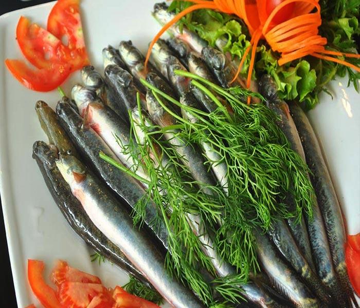 Chuẩn bị nguyên liệu làm món cá kèo kho