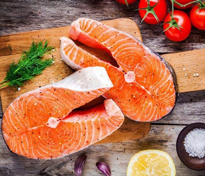 Chuẩn bị nguyên liệu làm món cá hồi kho