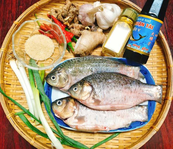 Chuẩn bị nguyên liệu làm cá kho nghệ