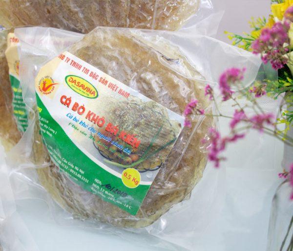 Cá bò khô được đóng gói, hút chân không cẩn thận, bảo quản hương vị cá bò nguyên vẹn