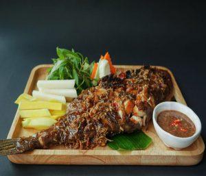 Cá bò tươi nướng hấp dẫn, cuốn cùng bánh tráng thơm ngon hết ý