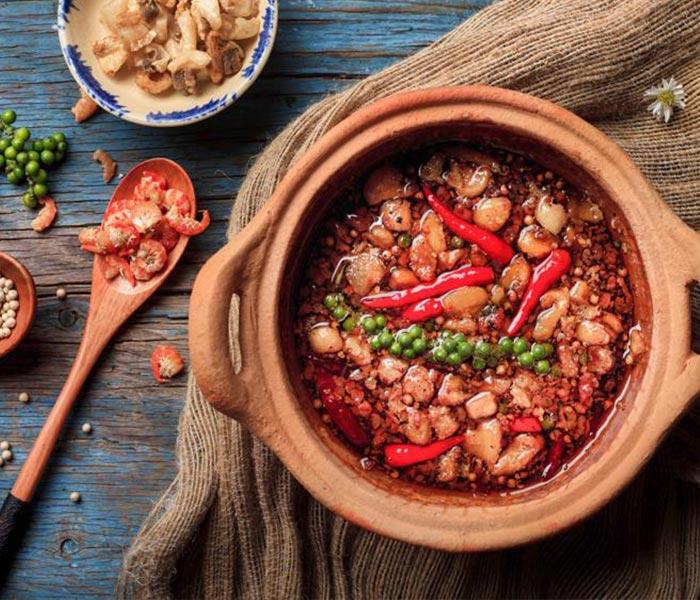 Thịt kho quẹt tôm khô thơm ngon dễ ăn là món đặc trưng của các vùng nông thôn Nam Bộ