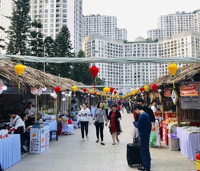 Toàn cảnh hội chợ diễn ra nhộn nhịp