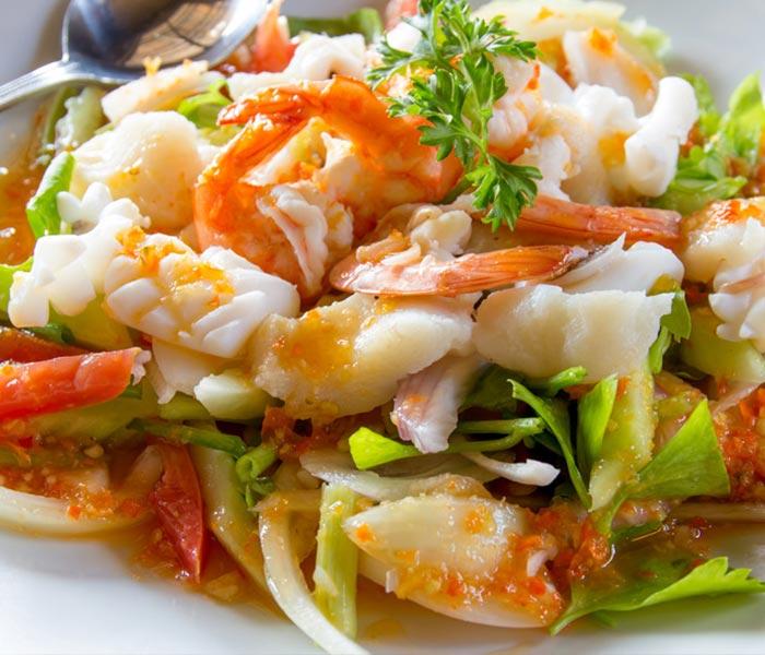 Mực một nắng dai mềm ngọt thịt kết hợp với rau củ sẽ vô cùng đưa cơm
