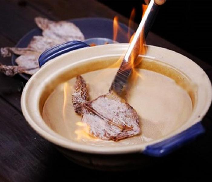 Tránh nướng mực khô bị cháy để không ảnh hưởng đến sức khoẻ của cả mẹ và bé