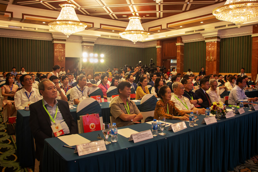 Toàn cảnh hội trường lễ trao Chứng nhận HVNCLC 2020 tổ chức tại Hà Nội