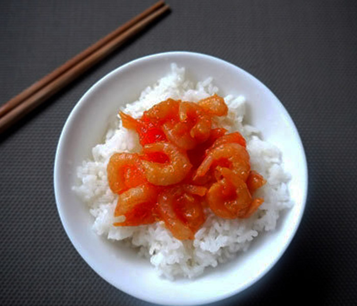 Món tôm khô sốt cà chua ăn kèm cơm nóng là chuẩn vị nhất