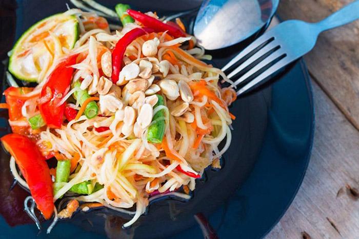 Gỏi tôm đu đủ tôm khô kiểu Việt