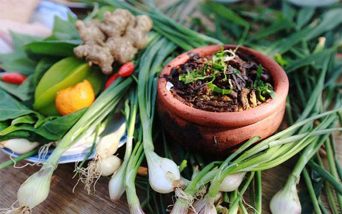 Rươi kho niêu đất – món ăn đậm hương vị ẩm thực dân gian