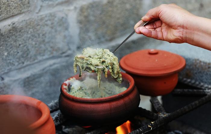 Rươi kho niêu đất - món ăn nhất định bạn phải thưởng thức