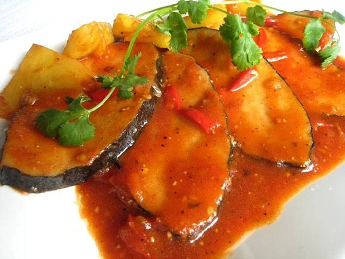 Cá thu hoà quện với sốt cà chua thơm ngon