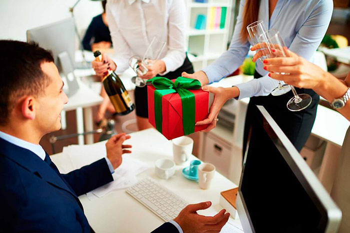 Một số lưu ý khi tặng quà biếu Tết cho sếp bạn nên nắm rõ