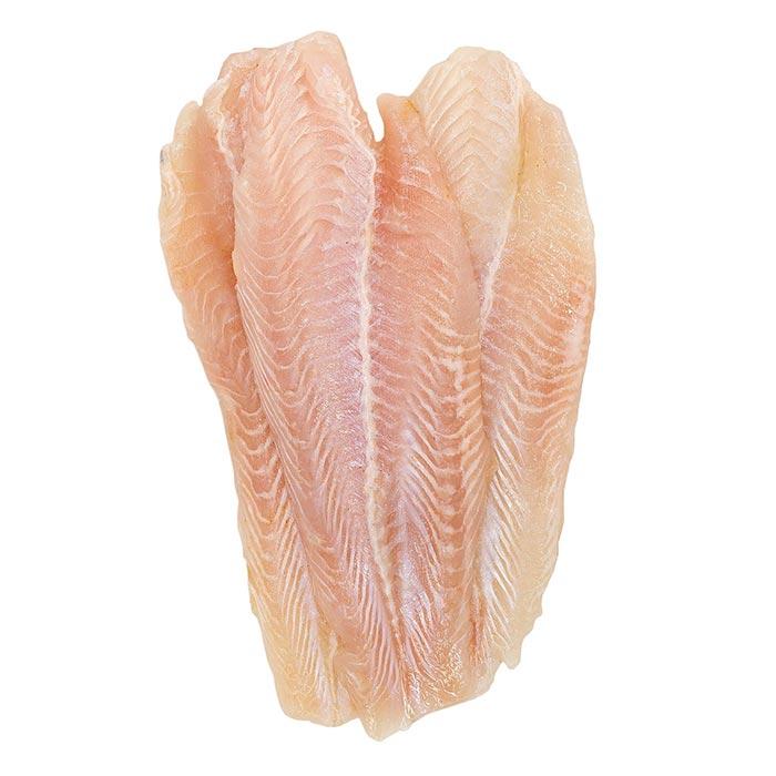 Cá được sơ chế sạch sẽ trước khi xay cùng các gia vị