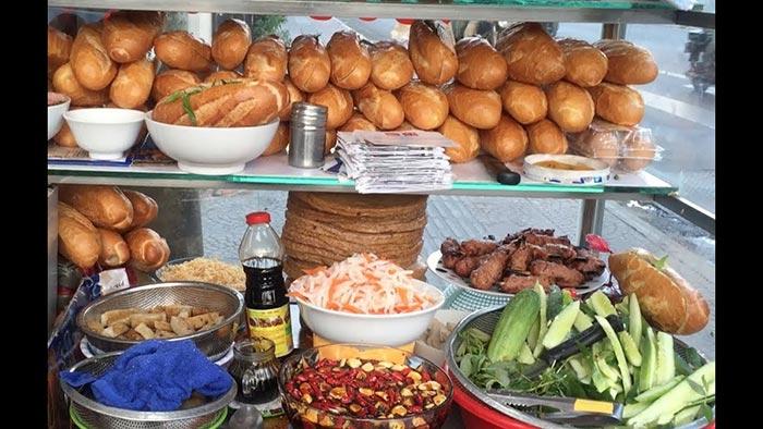 Một số nguyên liệu để làm món bánh mì chả cá