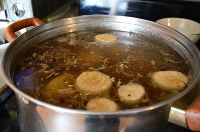 Cách nấu nước lèo bún chả cá Nha Trang