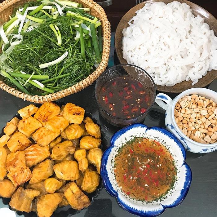 Thưởng thức chả cá Lã Vọng đúng cách giúp bạn thưởng thức trọn vẹn hương vị của món ăn truyền thống này