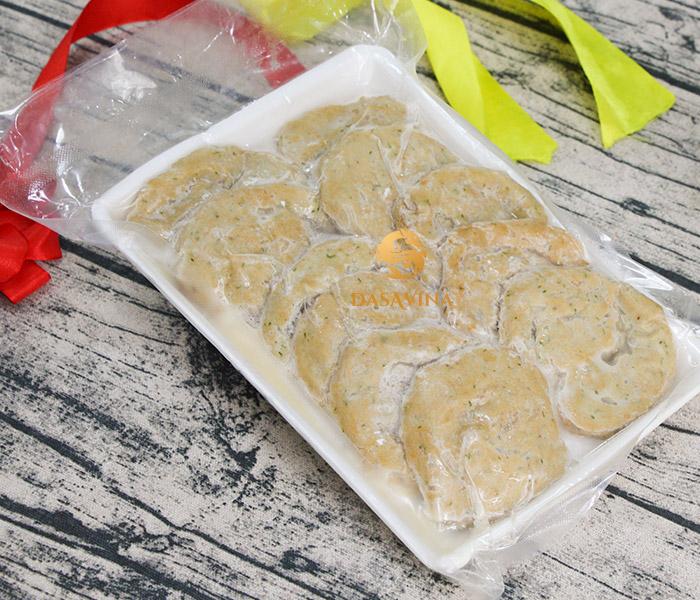 Quý khách hàng có thể sử dụng chả cá đã chế biến sẵn để làm món chả cá xào chua ngọt