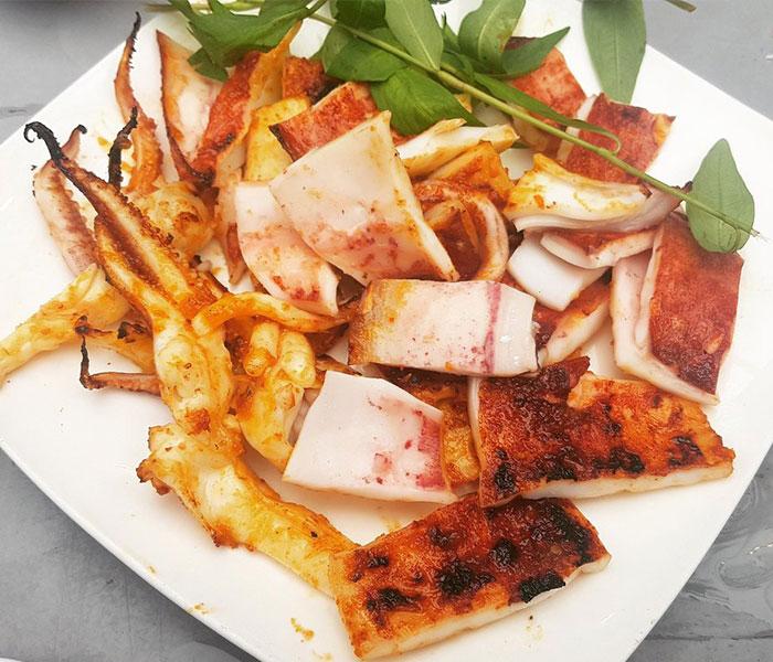 Mực ống nướng ngũ vị với sự kết hợp giữa nhiều loại gia vị khác nhau