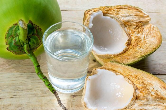 Dùng nước dừa để luộc mực làm tăng độ ngọt và thơm cho món ăn